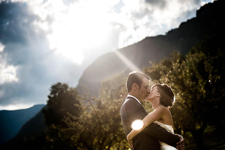 Mariage à Albertville – photos de couple au soleil couchant