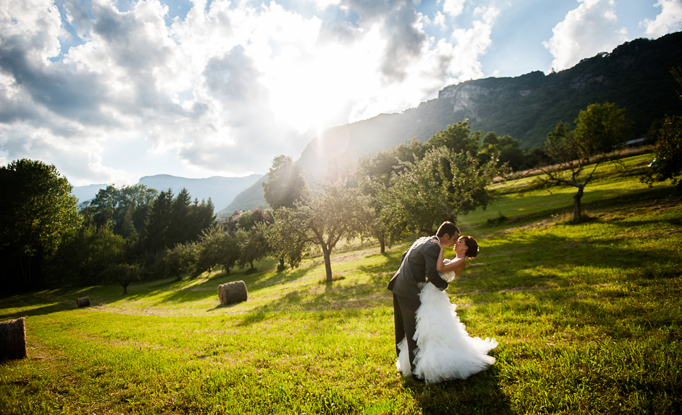 Mariage à Albertville – photos de couple au soleil couchant